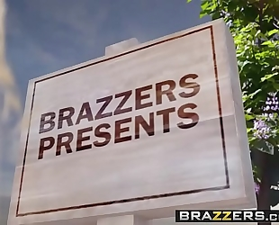 Brazzers.com - milfs like it large - pervert in the park scene starring alexis fawx romi rain and keiran l