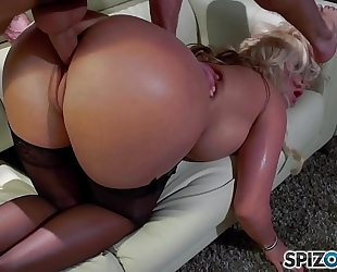 Spizoo - phoenix marie receive a wonderful fuck by tony ribas