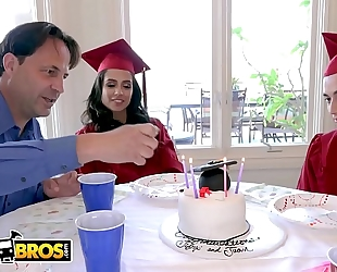 Bangbros - juan el caballo loco bonks his step sister jynx maze on graduation day