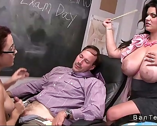 Teen with glasses gives tugjob in trio