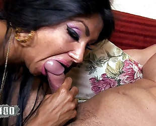 Ivannah (french milf) - two 10-Pounder for a shaggy fur pie