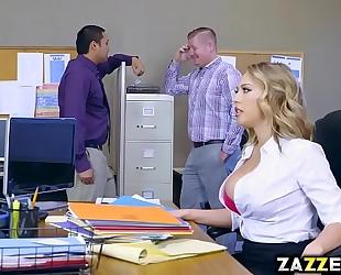 Boss stud let kagney linn karter engulf his large dong