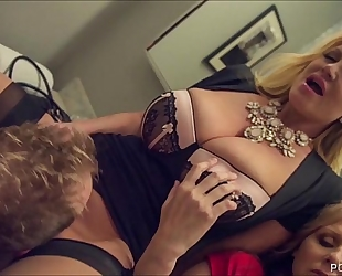 Kelly madison and julia ann double team a large white schlong