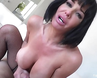 Veronica avluv pov engulf and fuck on a large dong for a facial