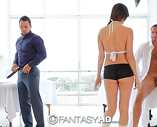 Hd fantasyhd - holly michaels massages 2 fellows turns into trio