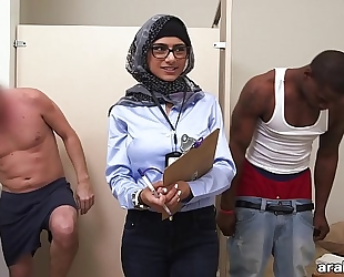 Mia khalifa the arab pornstar measures white shlong vs black ramrod (mk13768)