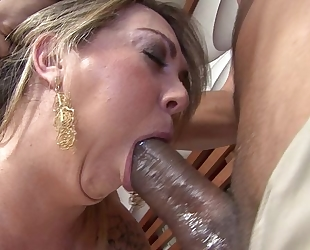 Tanned mature with fine ass serves massive black dick