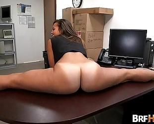 Tan butt beauty kelsi monroe pliant backroom fuck.2
