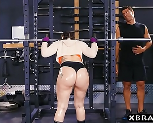 Big butt gym chick mandy muse anal screwed after squats
