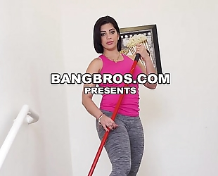 I've got kitty caprice and aaliyah hadid on my large rod (mda15755)
