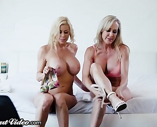 Brandi love & alexis fawx rim, kiss and take up with the tongue every other!